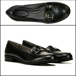 Life Stride Kelly Black Reptile Loafers 7.5 Wide